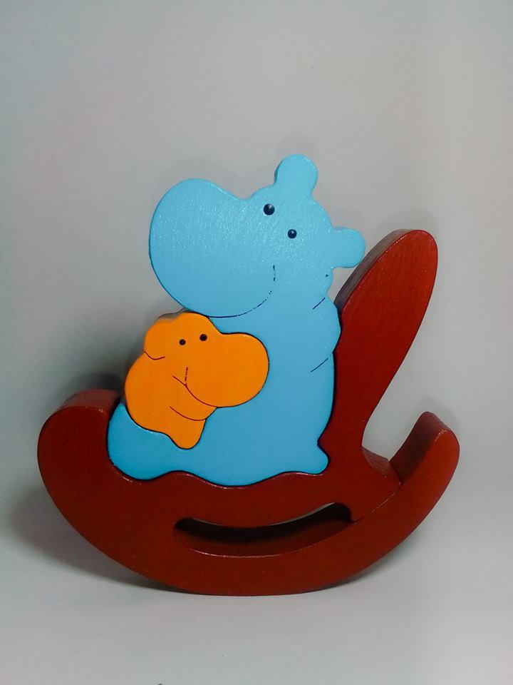 Пазл - бегемотиха с малышом в кресле-качалке