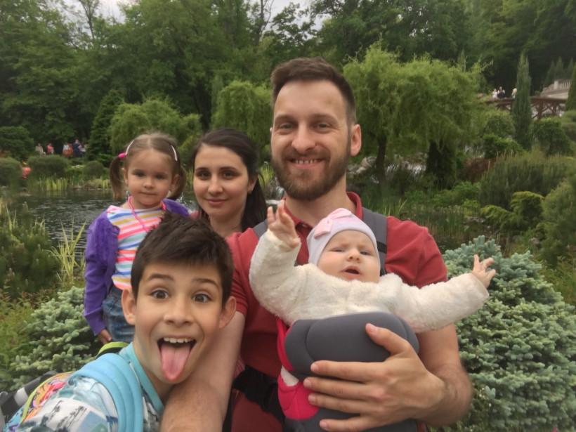 Михаил Иванишинец и семья