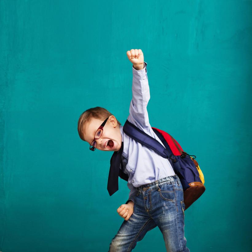 Школьник радуется - сдал ДПА