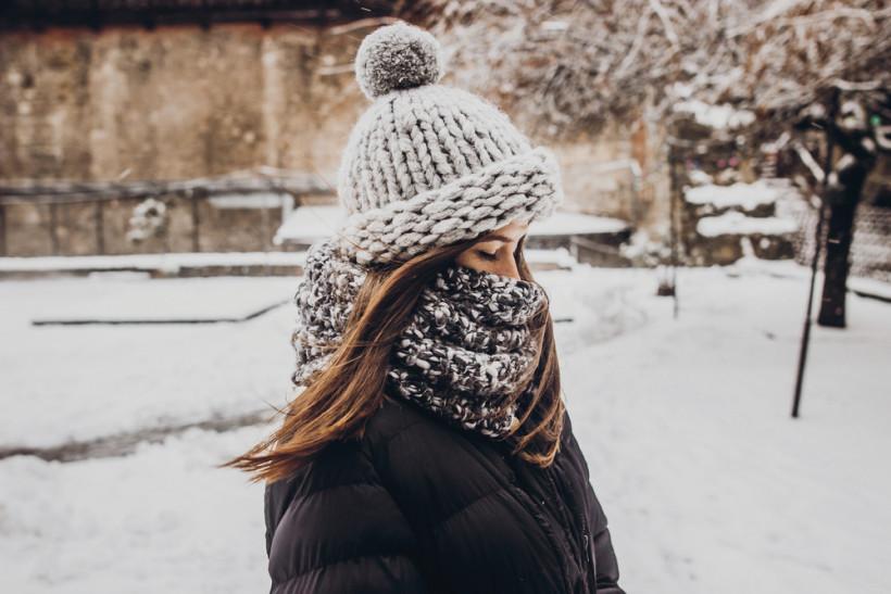 жінка холод