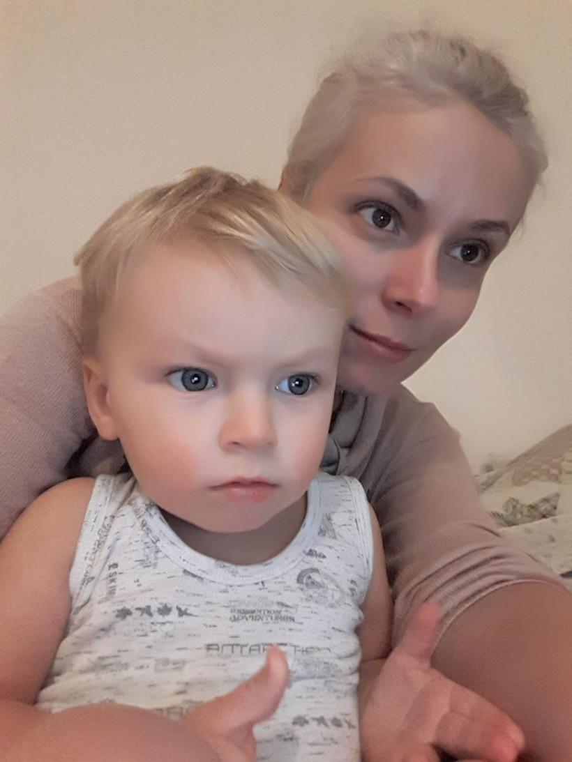 Анна з малюком