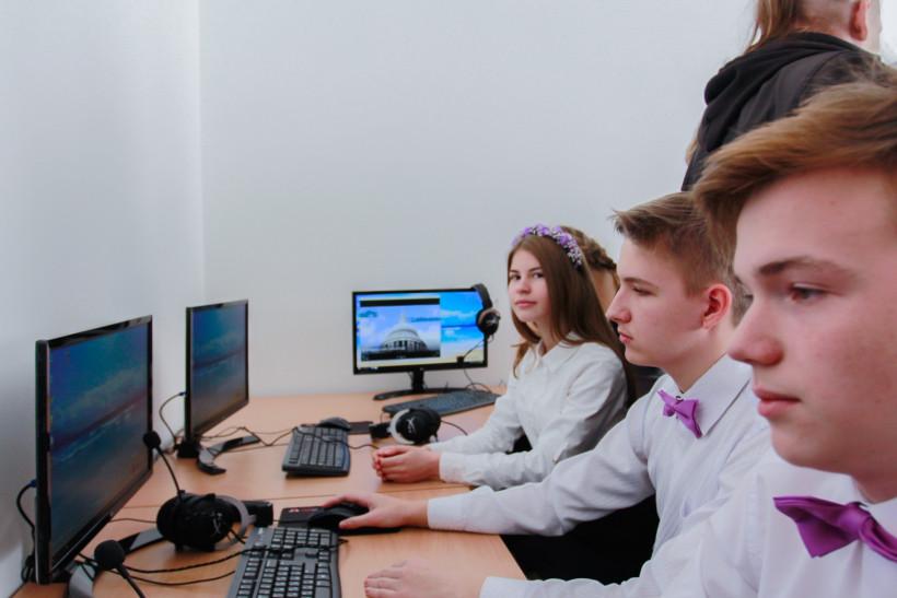 Ученики за компьютерами