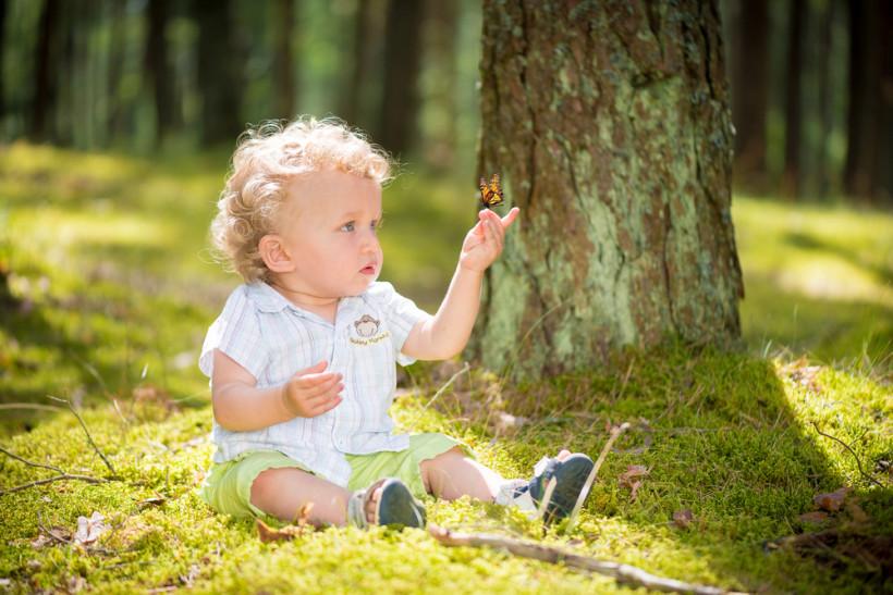 ребенок в лесу