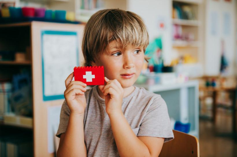 Садик в Швейцарии - мальчик занимается
