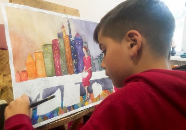 Мальчик дислексик рисует