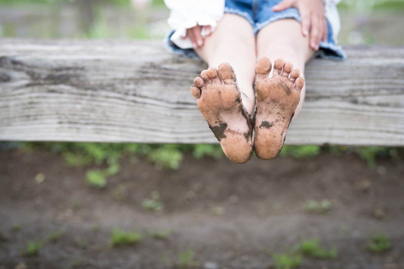 у ребенка грязные ноги