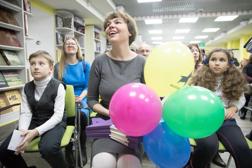 Детская писательница Галя Ткачук с детьми