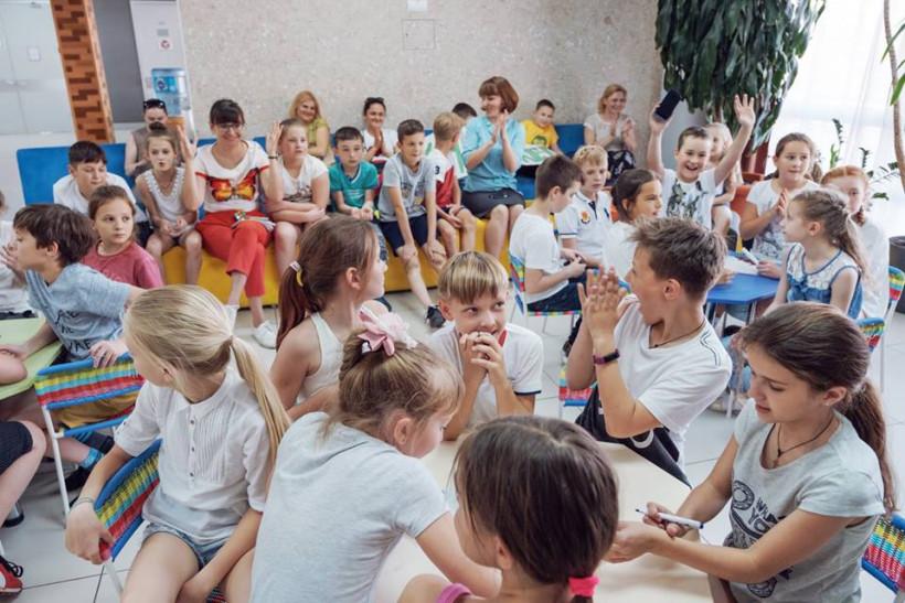 Дети совещаются в школе ЛИКО
