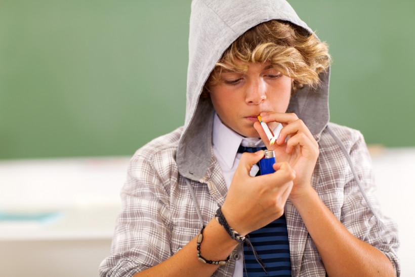 підліток куріння