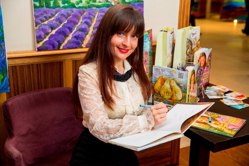 Оксана Тодорова - писательница и художница