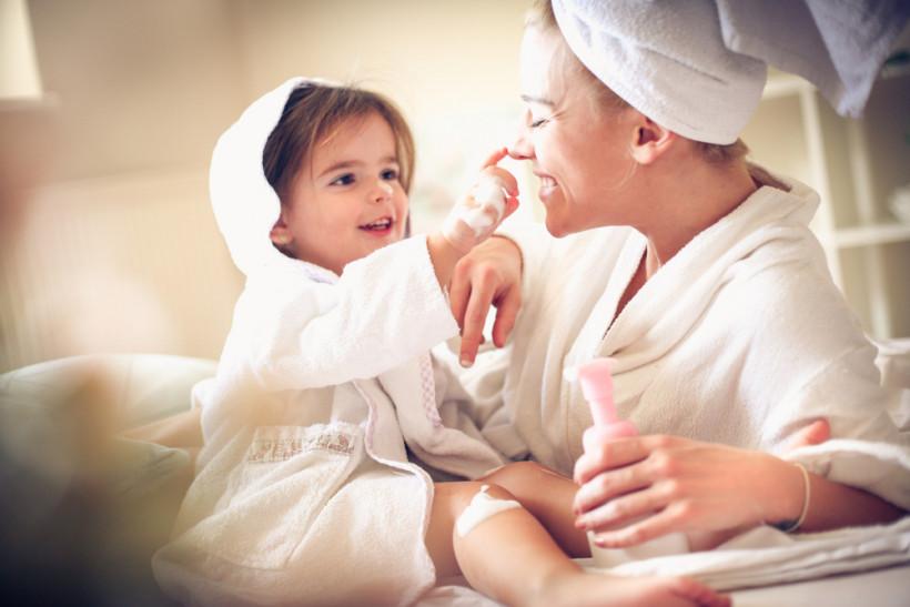 Мама с ребенком отдыхают