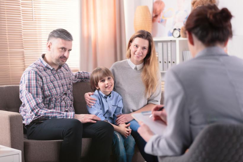 Родители аутиста на приеме у психолога