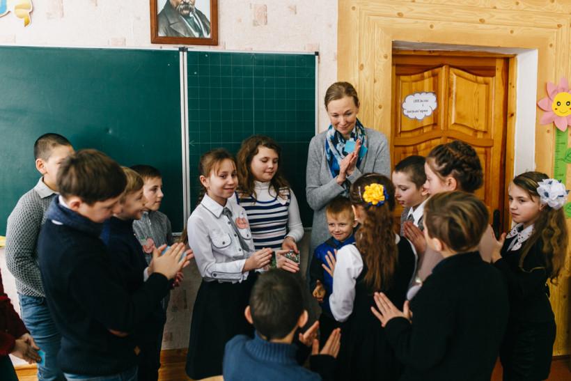 Дети в школе Трудолюб