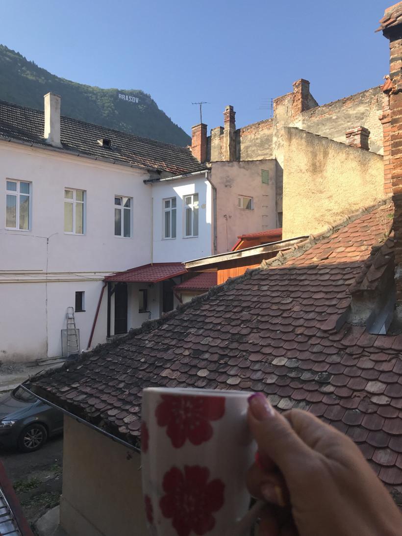 Брашов Трансильвания - вид на гору и старые крыши