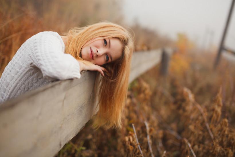 жінка осінь