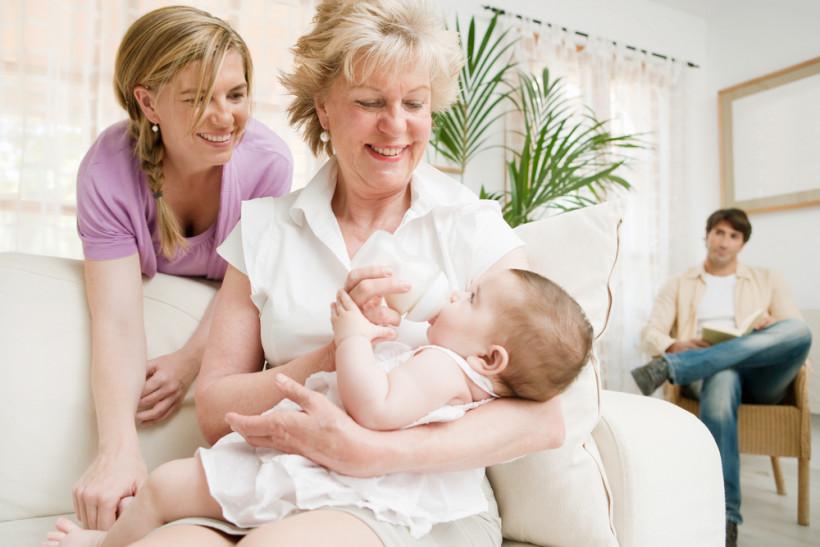 бабушка и новорожденный