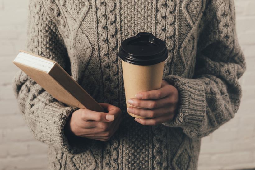 женщина кофе осень