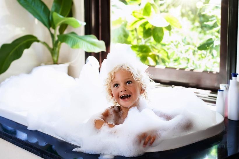 Как помыть голову малышу без лишних слез?