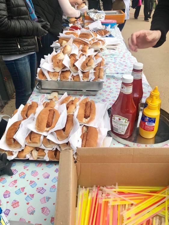 Пригощання хот-догами в школі Лондона