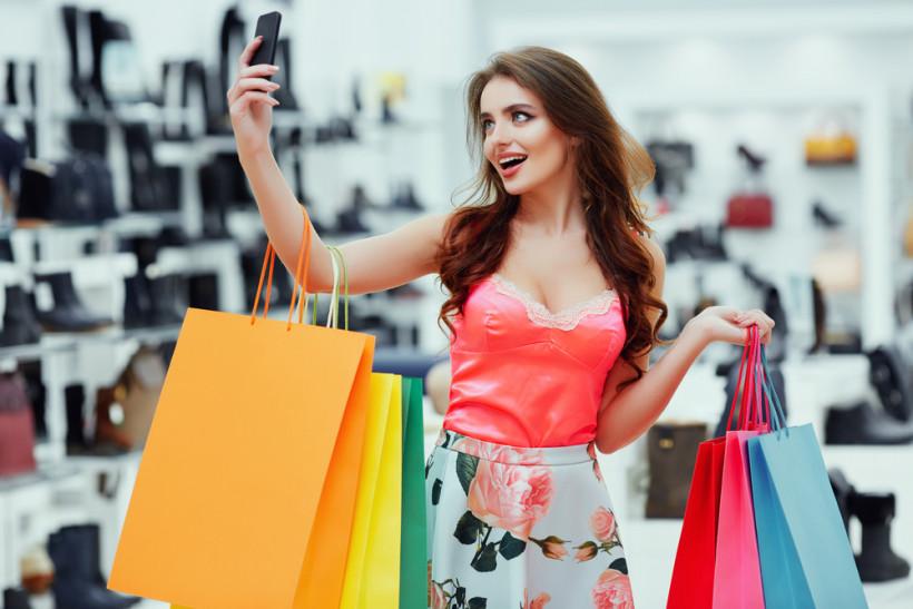 женщина и шопинг