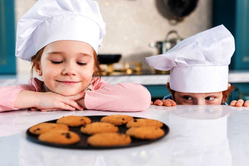 Готовим вместе: чем занять ребенка на кухне?