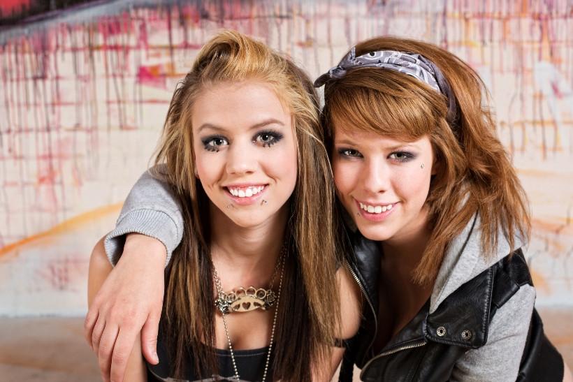 Подростковый эпатаж: как реагировать родителям?