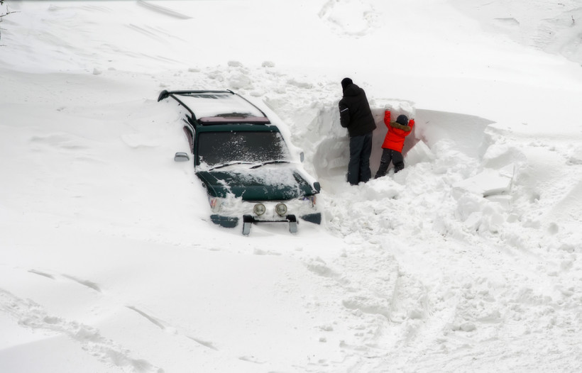 Снежные заносы на дорогах Украины
