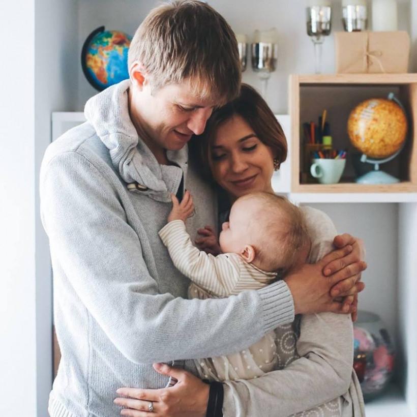 Катя Луганская - мама-блогер - с семьей