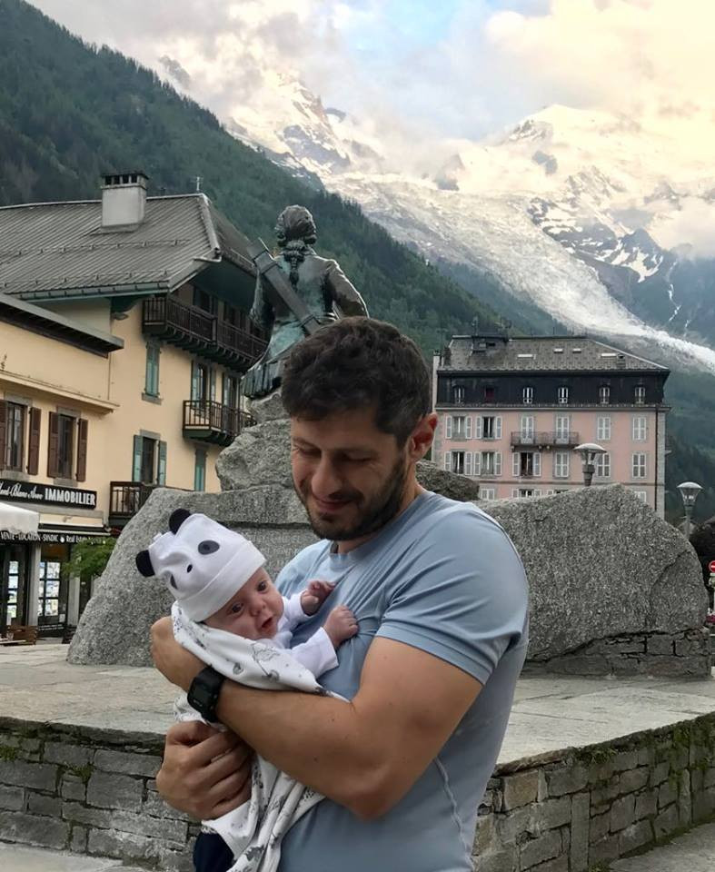 Папа с недоношенным малышом
