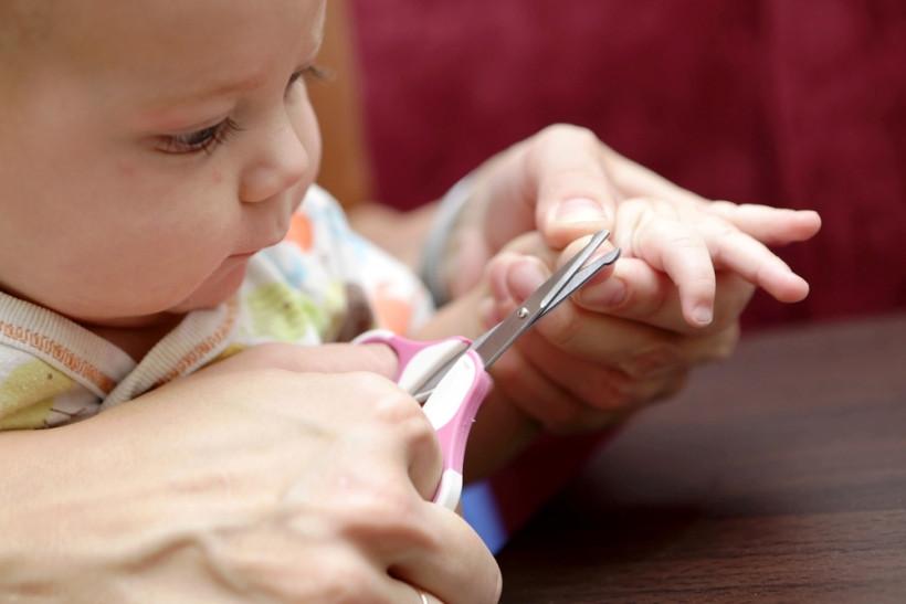 уход за ногтями новрожденого