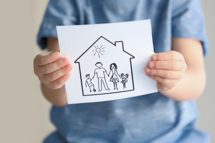 Рисунок семьи в доме