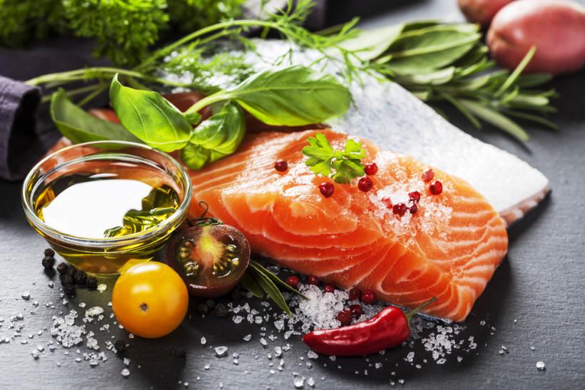 Питание для здоровья печени - рыба зелень и масло