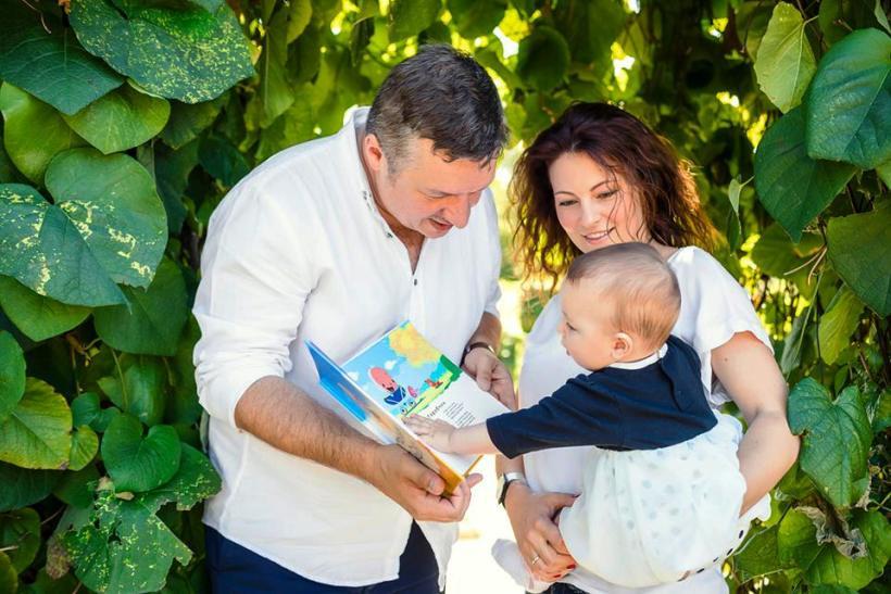 Дмитрий Линсенбарт с женой и дочькой