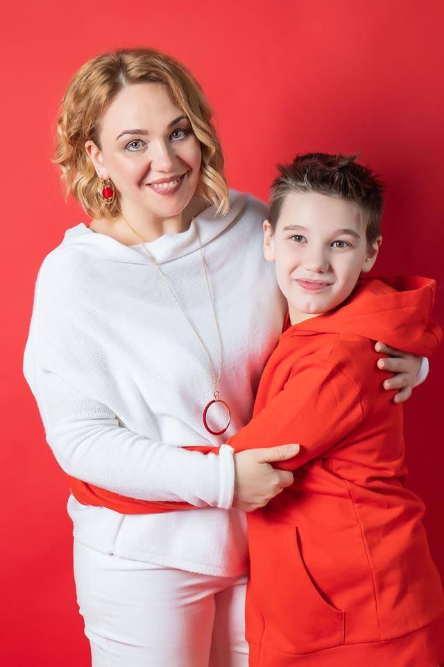 Певица Соломия Чубай с сыном