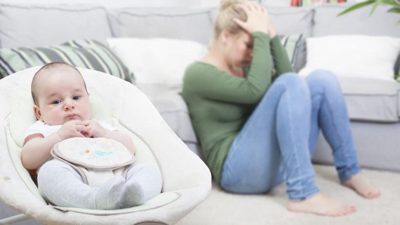 женщина в послеродовой депресии