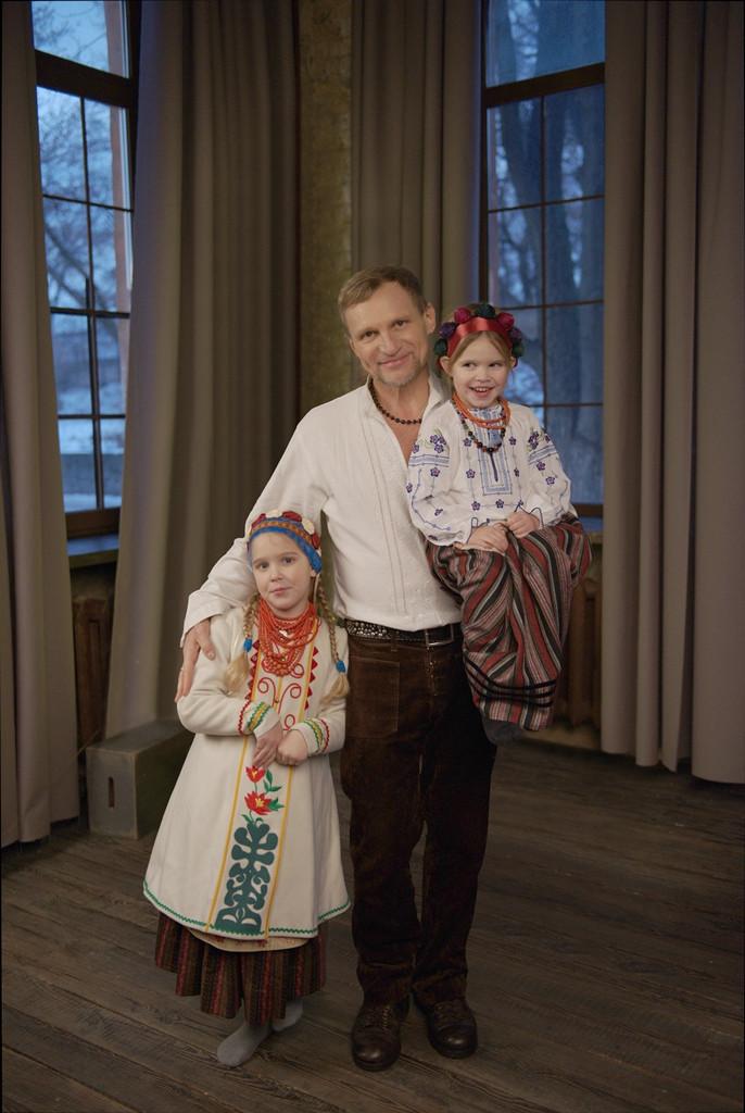 Олег Скрипка с дочками