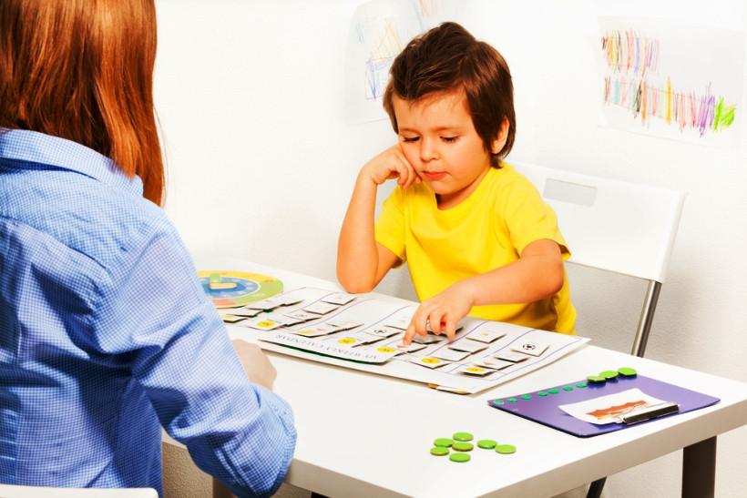 занятие с ребенком аутистом