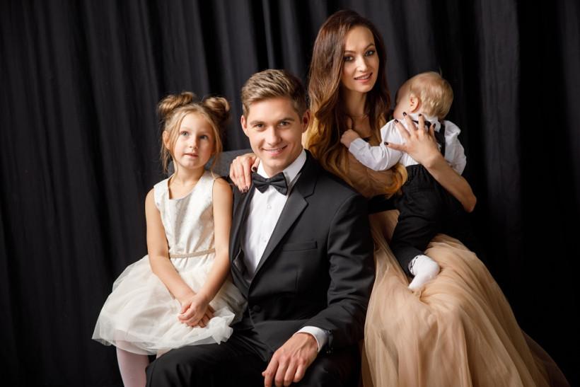 Владимир Остапчук с женой и детьми
