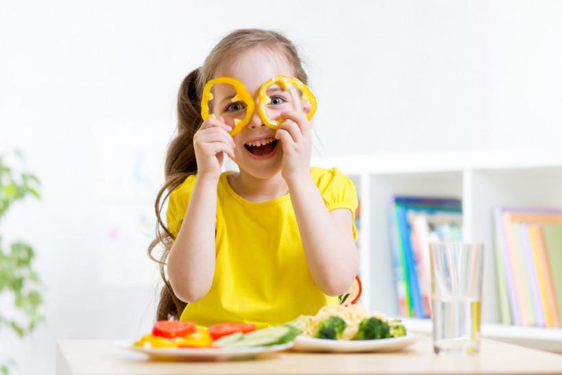 Как накормить малоежку? Самые интересные стихи и сказки для тех, кто плохо кушает