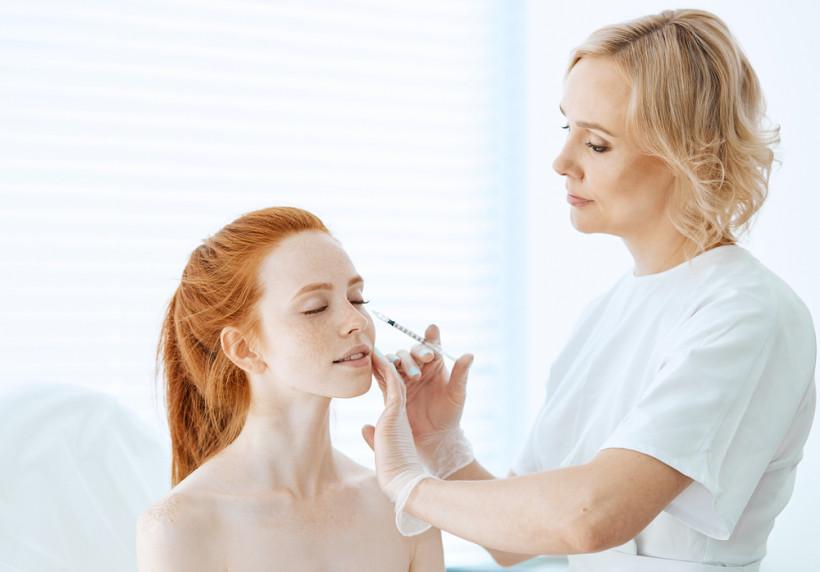 Какие процедуры посетить у косметолога весной
