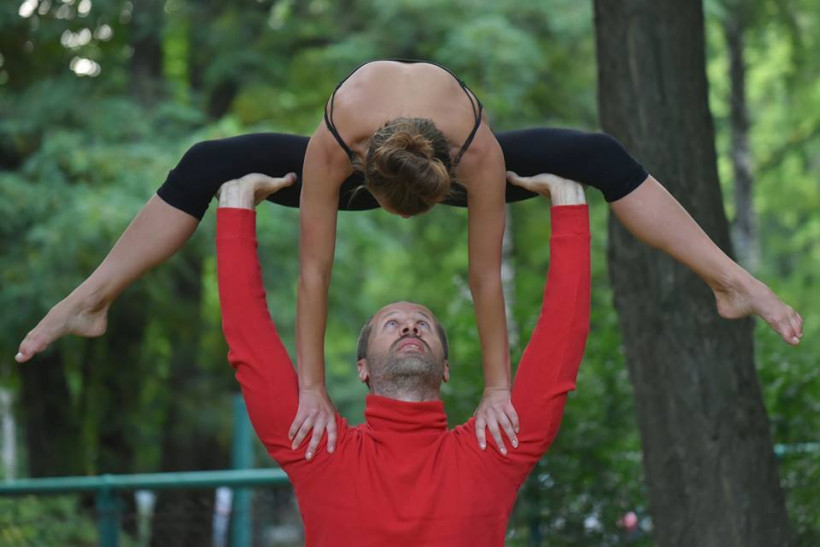 Асаны из акро-йоги