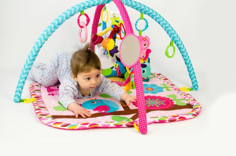 игрушки для малыша - развивающий коврик