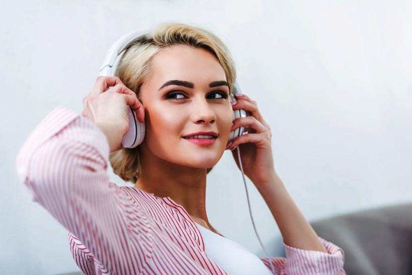 слушать аудиокнигу через мобильное приложение