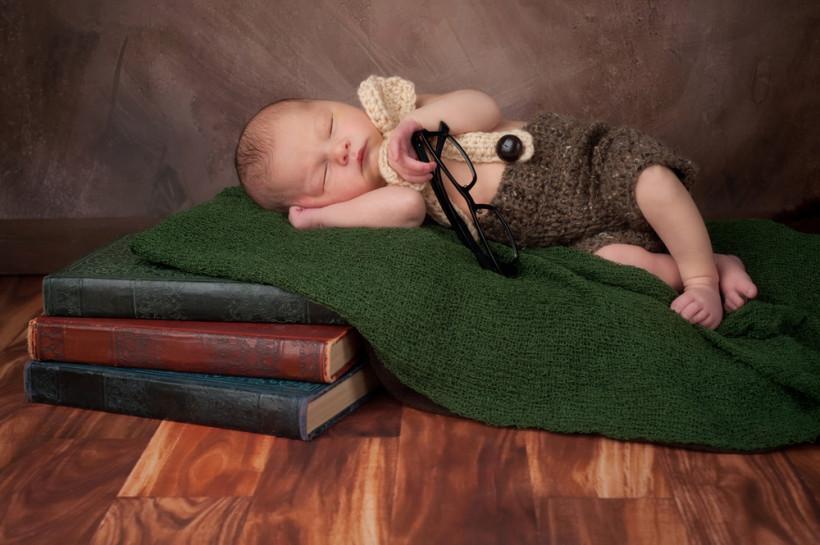 Читать новорожденному полезно