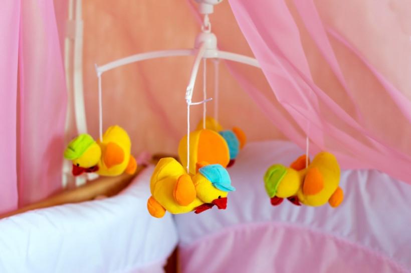 игрушки для малыша - мотыль