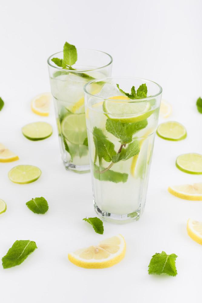 напитки для утоления жажды - вода