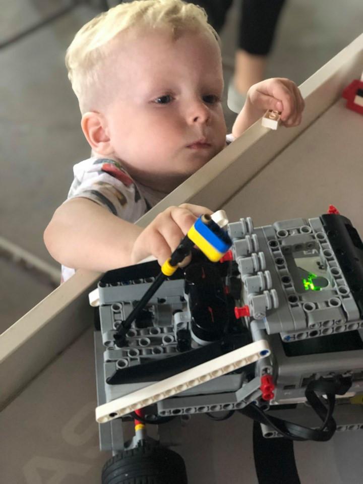 ребенок и роботы