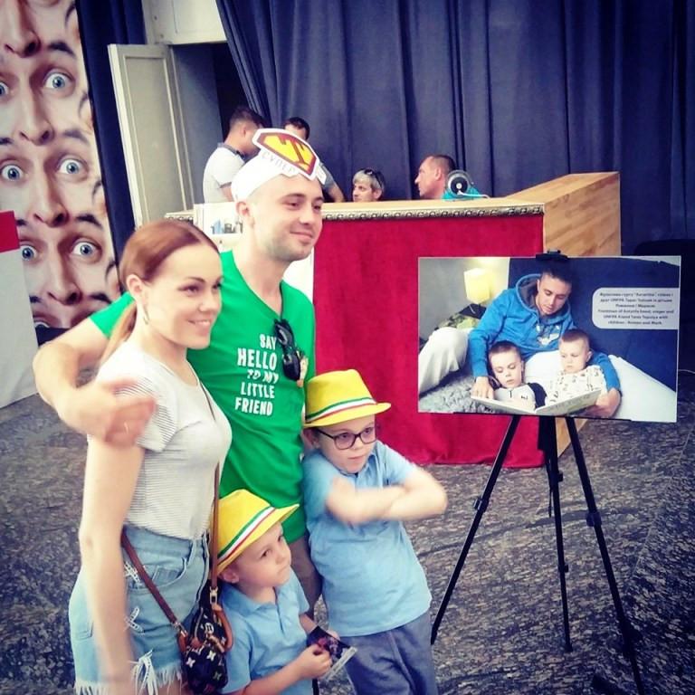 Тарас Тополя с семьей
