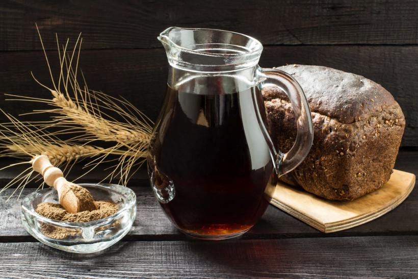 Хлебный квас: что нужно знать о полезных свойствах и противопоказанияхнапитка?