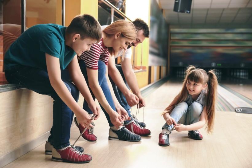 Как научить ребенказавязывать шнурки?